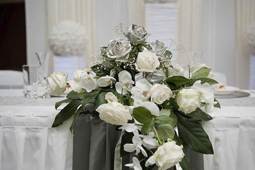 Blumengesteck Brautpaartisch