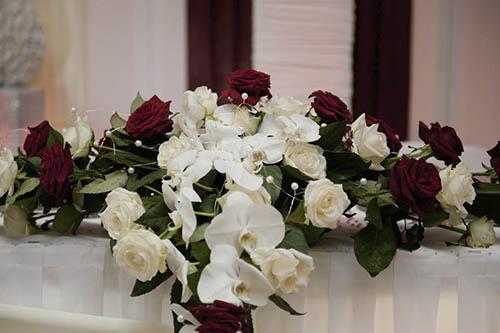 Blumengestecke Brautpaartisch